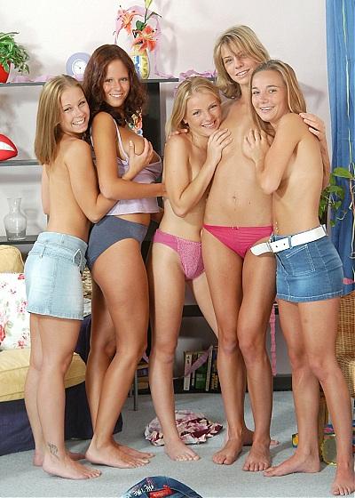 Groupe de filles en petite culotte