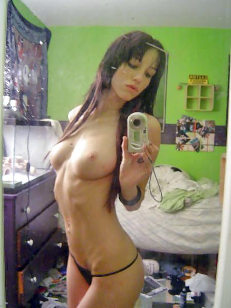 Corinne et son ventre plat