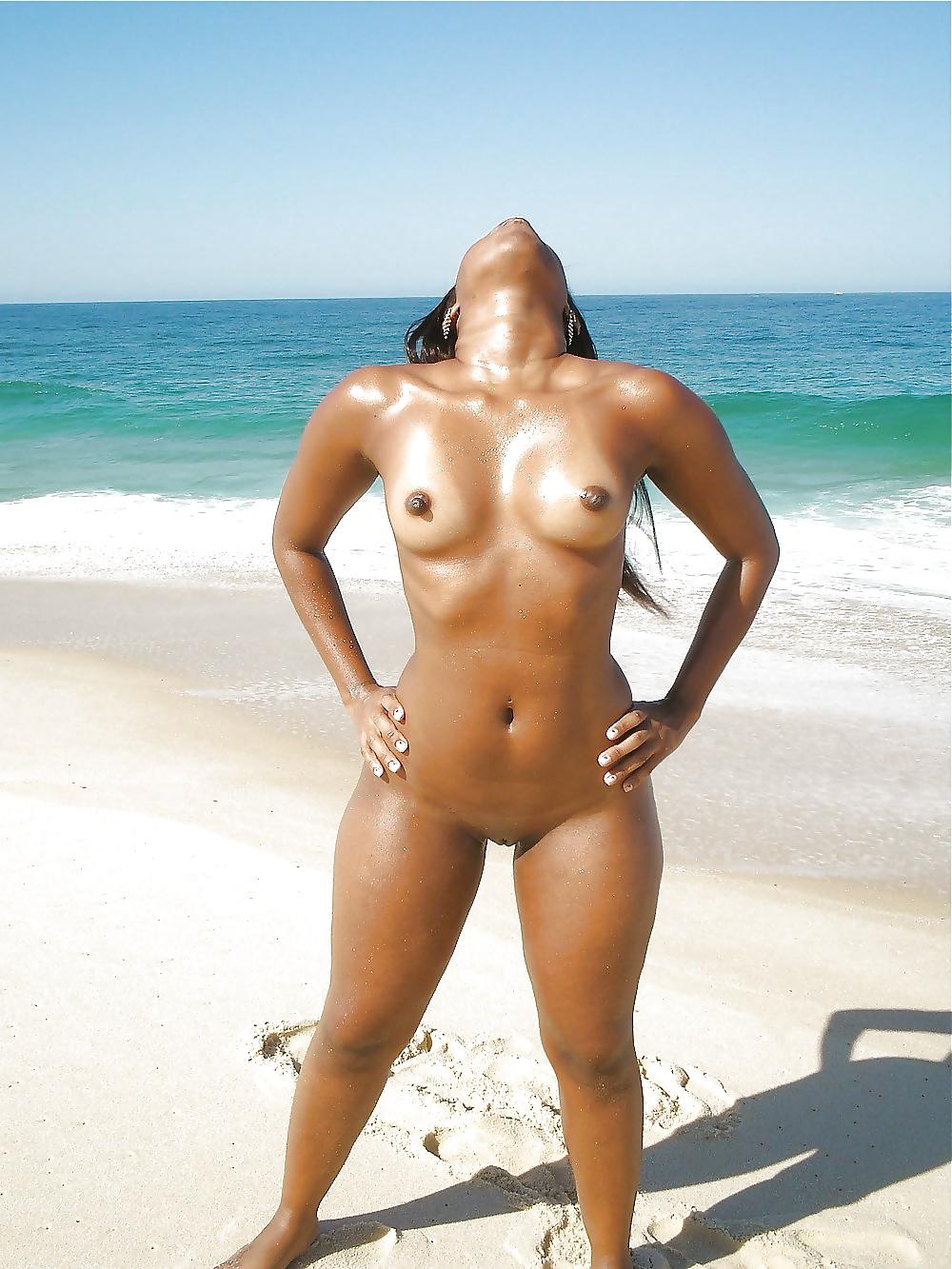 Canon métisse sur la plage
