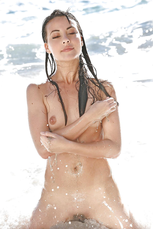 La superbe Denise à la plage