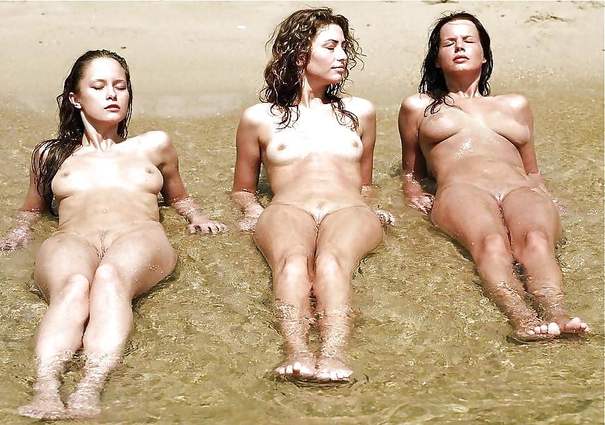 Trois sirenes canon dans l'eau