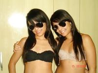 Jumelles en lingerie
