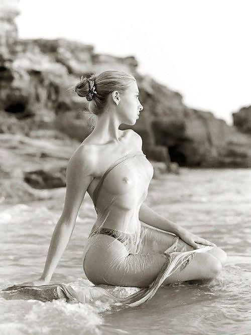 belles filles sexy lingerie massage erotique a la plage