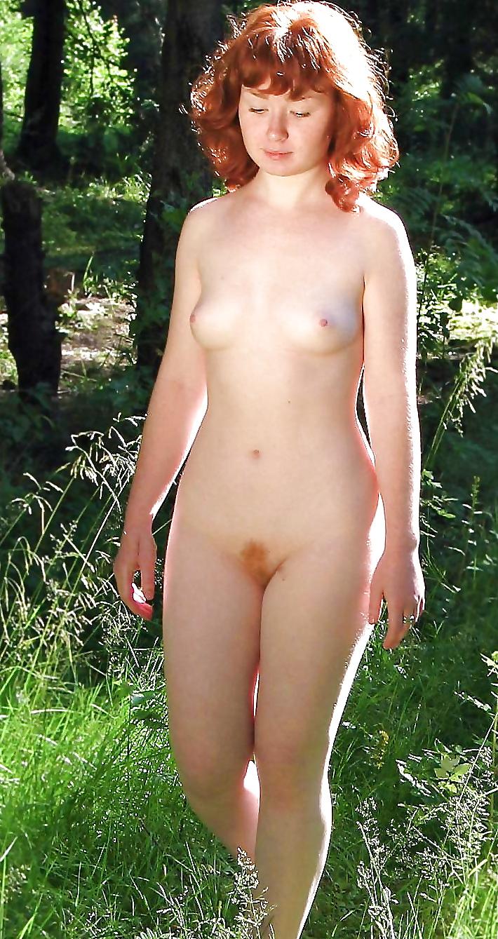 Fille rousse très nature