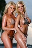 Deux blondes sexy bien gonflée