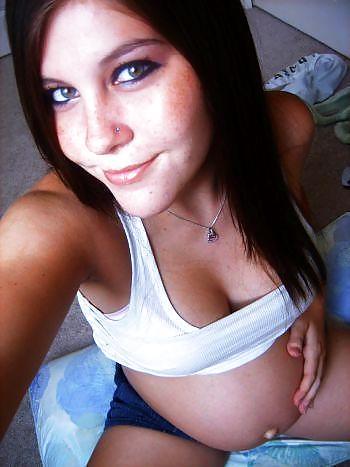 Self pics teen sexy enceinte