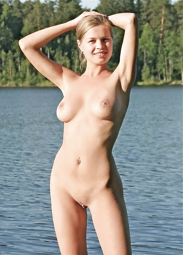 Jolie blonde en nature