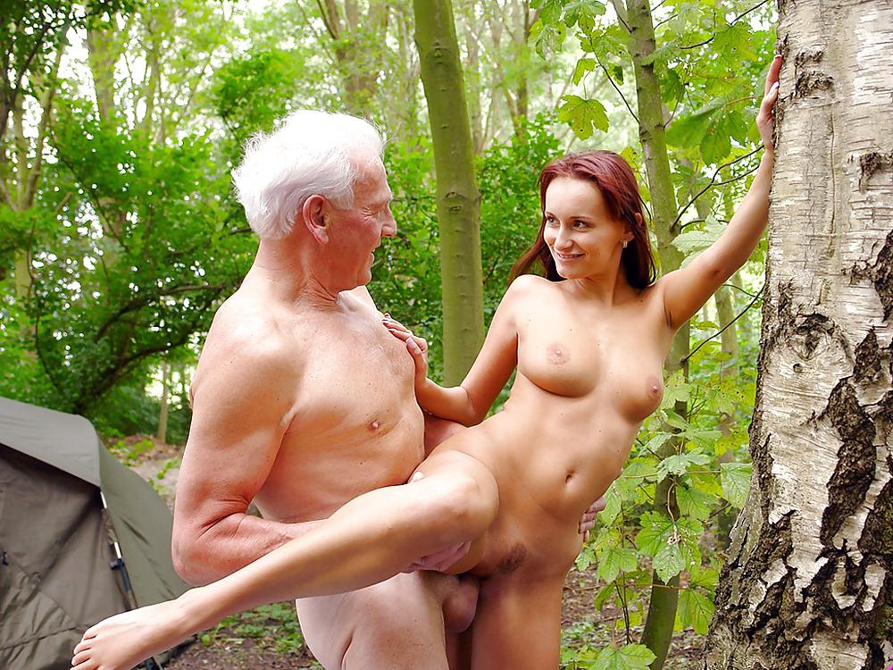 дедушкой и молодой девушкой в лесу в контакте
