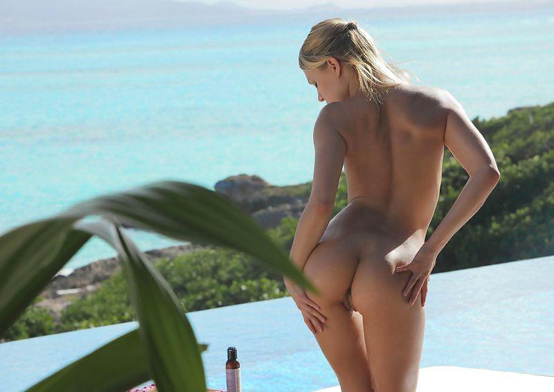 Blonde nue en Thaïlande