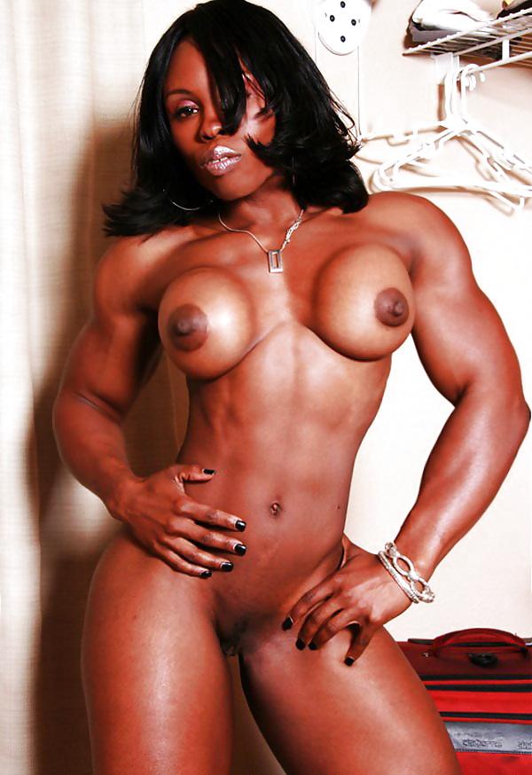 Le corps bodybuildée d'une jolie noire