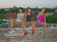 3 belles étrangères en balade