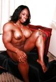 Blackette bodybuildée a mort