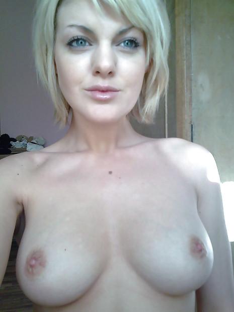 Blonde Normande à gros seins