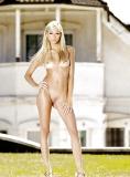 Vision paradisiaque d'une belle blonde