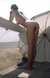 voisine nue sur son balcon