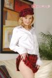 Petite coquine en jupe courte