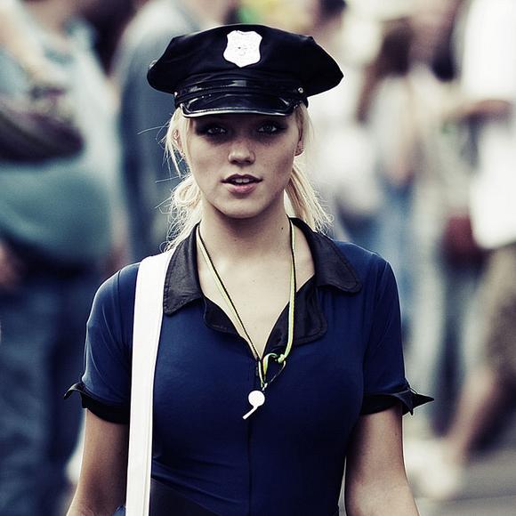 Superbe femme flic