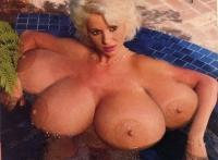 Femme avec 4 seins !