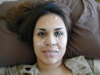 Jeune bizut de l'armée victime d'éjaculation faciale