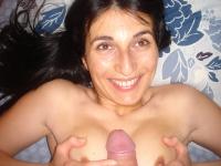 Laetitia aime la branlette espagnole